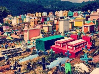 Foto: Kuburan Paling Berwarna-warni di Dunia