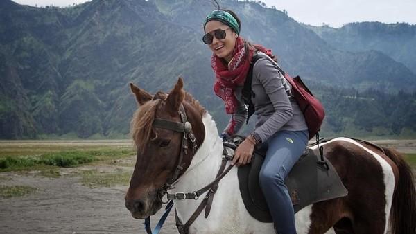 Di luar kesibukannya sehari-hari, Prisia Nasution menyukai kegiatan traveling (prisia/Instagram)
