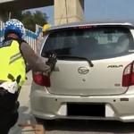 Ayla Loyo di Kali Kenteng, Daihatsu Nilai Bukan Karena Mobil dan Jalan