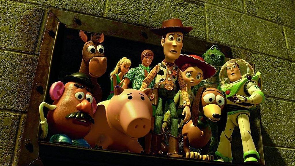 6 Manfaat Nonton Film Kartun seperti Toy Story 4 untuk Anak