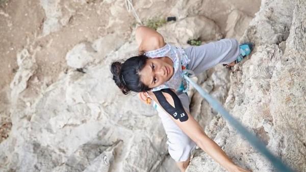 Rupanya Prisia menggemari aktivitas ekstrem seperti panjat tebing (prisia/Instagram)