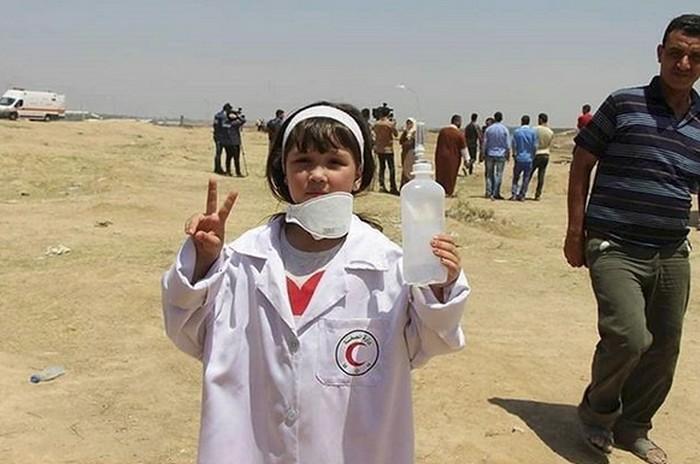 Termotivasi jejak Razan al-Najjar, paramedis Palestina yang tertembak mati oleh tentara Israel, membuat gadis cilik ini ingin menjadi seorang perawat yang membantu saudara-saudaranya membela Palestina. Foto: Instagram