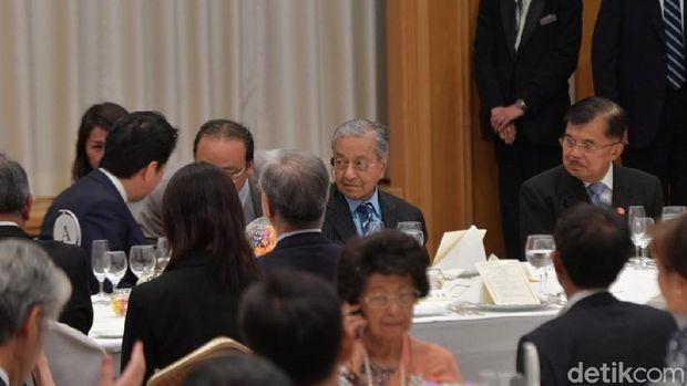 Wapres JK, PM Abe dan PM Mahathir (Foto: Niken-detik)