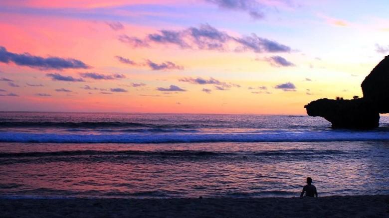 Sunset di Pantai Siung, Gunungkidul (Bayu Krisna/dTraveler)