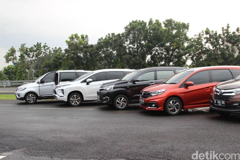 Adu Irit 6 Mobil Low MPV