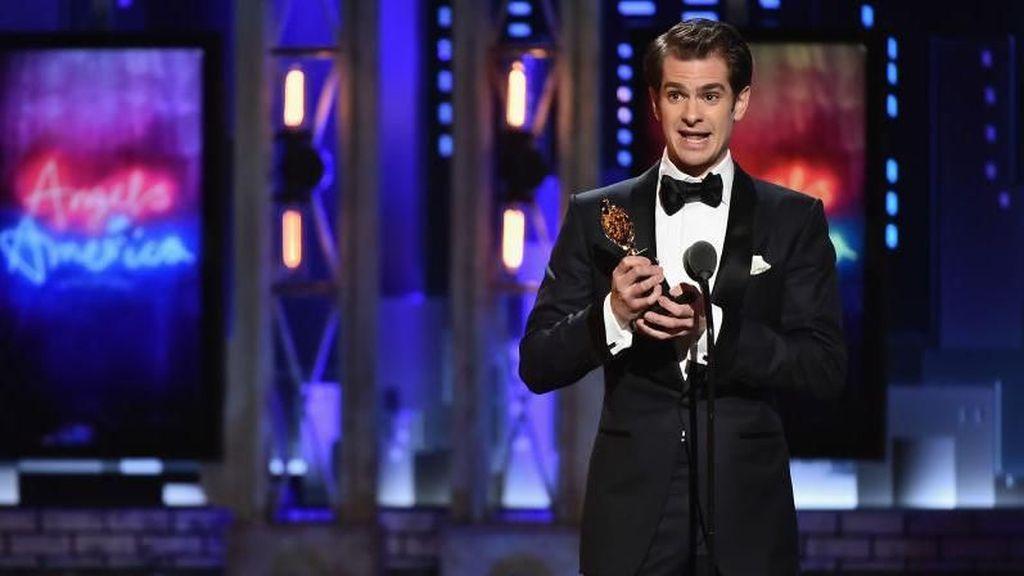 Andrew Garfield Dedikasikan Kemenangannya di Tony Awards untuk LGBTQ