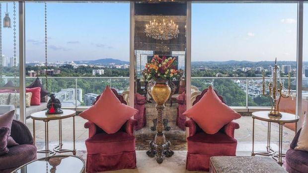 Dilengkapi dengan balkon privat (St Regis Singapore)