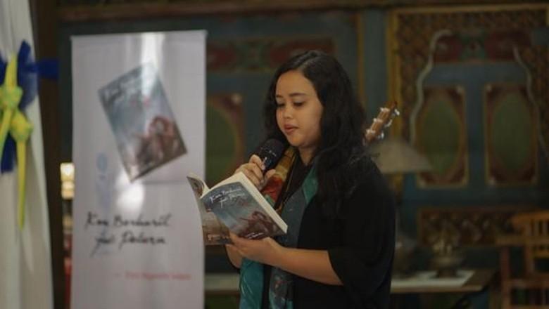 Putri Wiji Thukul Luncurkan Buku Puisi Kau Berhasil Jadi Peluru