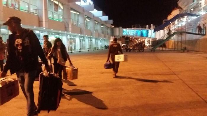 Ribuan pemudik tiba di Pelabuhan Soekarno-Hatta Makassar