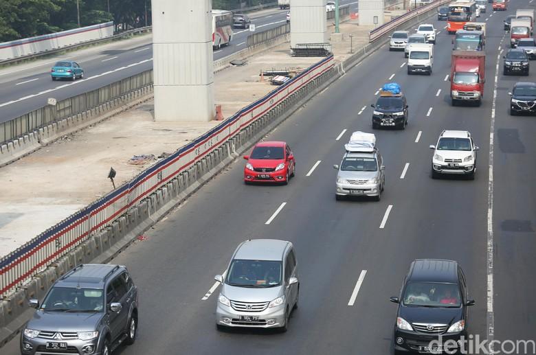 Tol Cikampek Tersendat di Km 38, Selebihnya Lancar