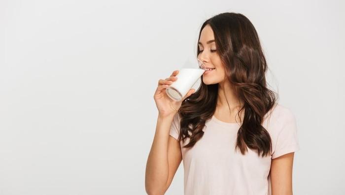 Disebut susu, deretan minuman ini jelas-jelas bukan susu tapi mengandung banyak manfaat kesehatan. Foto: shutterstock