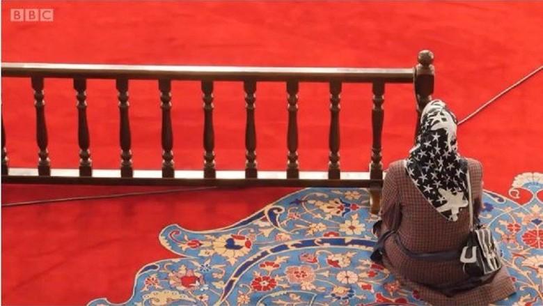 Perempuan Turki Protes Pemisahan Kawasan Pria-Perempuan di Masjid