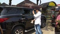 Pejabat KLHK Tegur Pemudik Buang Sampah di Tol
