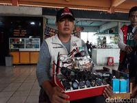 Cara Terminal Kampung Rambutan Atur Pedagang Asongan