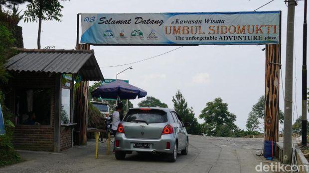 Gerbang masuk kawasan Umbul Sidomukti