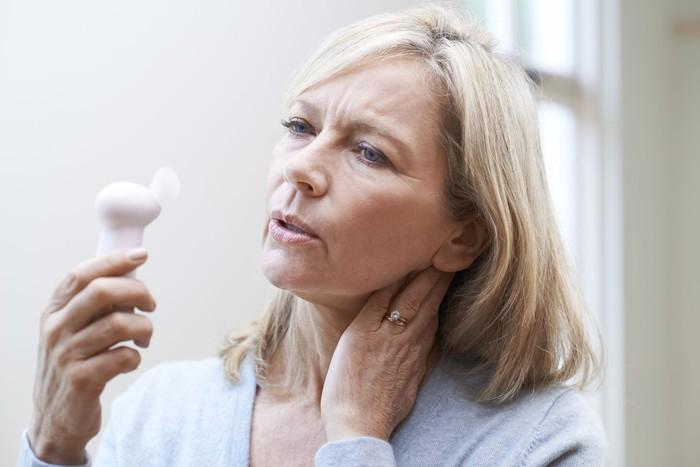 Hingga 80 persen wanita mengaku pernah hot flash selama menopause, dan penelitian menunjukkan bahwa bagi sebagian wanita, rasa panas ini bisa bertahan selama 7 hingga 11 tahun. (Foto: Ilustrasi/Thinkstock)