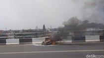 Motor Pengangkut Gas Terbakar di Flyover Buaran