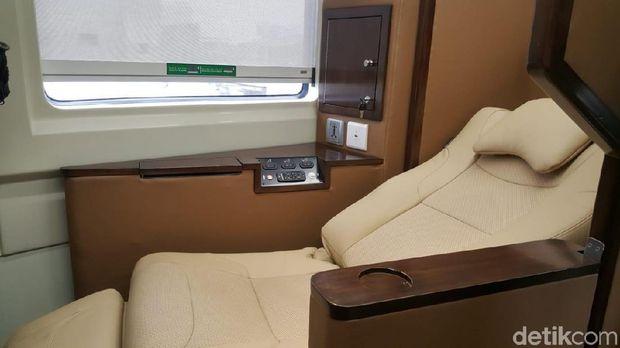 Bangku kelas sleeper yang nyaman (Syanti/detikTravel)