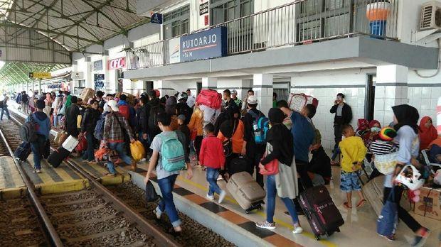 Suasana di Stasiun Kutoarjo hari ini.