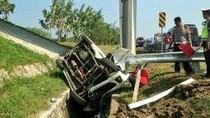 Mobil Terguling di Tol Cipali Km 153, Pengemudi Dilarikan ke RS