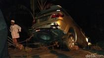 Mobil Terjun ke Jurang di Bondowoso, Penumpang Balita Syok Berat