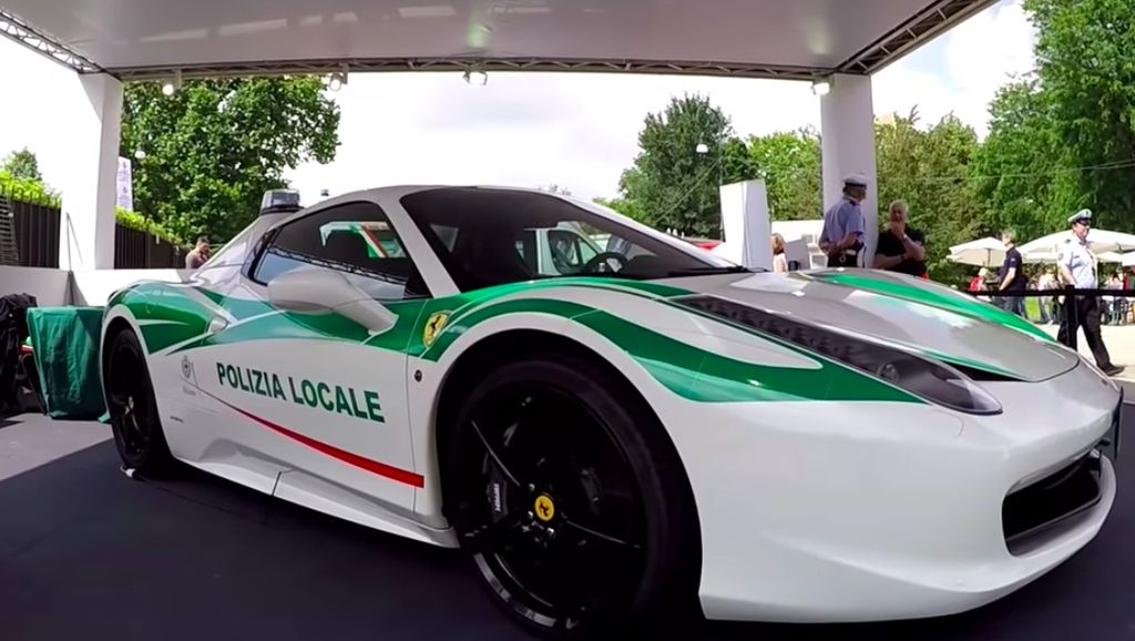 Ferrari 458 Spider Bekas Mafia Jadi Mobil Polisi