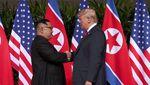 Detik-detik Pertemuan Bersejarah Trump-Kim yang Berlangsung Hangat