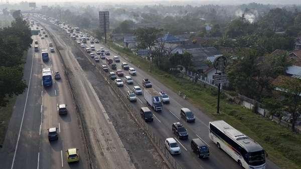 One Way Tol Cipali Arah Jakarta Usai, Lalin Kembali Dua Arah