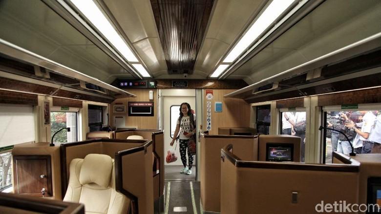 Kereta Sleeper atau jenis kereta yang memiliki fasilitas kursi tidur mulai beroperasi perdana hari ini. Penasaran seperti apa rasanya?