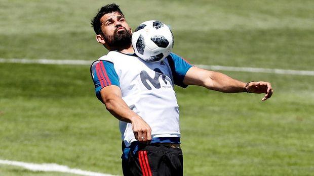 Fernando Hierro harus bisa cepat beradaptasi dengan Diego Costa dan kawan-kawan.
