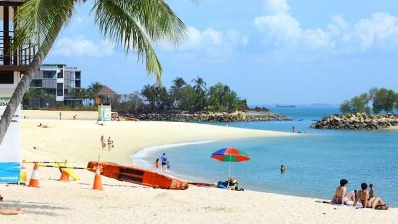 Pulau Sentosa merupakan salah satu tempat wisata andalan Singapura. Di sinilah aneka spot seru dengan berbagai atraksi tersedia (Sentosa)
