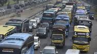 Tol Tangerang Macet Parah Imbas Kecelakaan Truk!