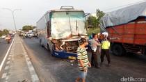 Bus Sugeng Rahayu Sarat Pemudik Tabrak Truk dan MPV, 1 Luka