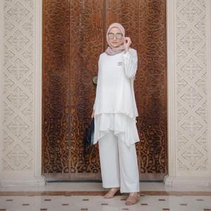 Tips Padu Padan Blus Putih untuk Lebaran agar Tampil Kekinian