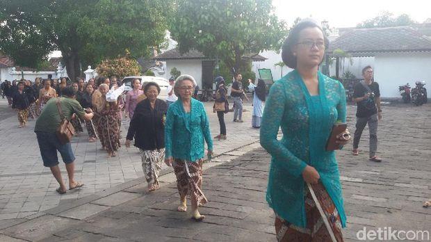 GKR Mangkubumi pimpin prosesi tumplak wajik