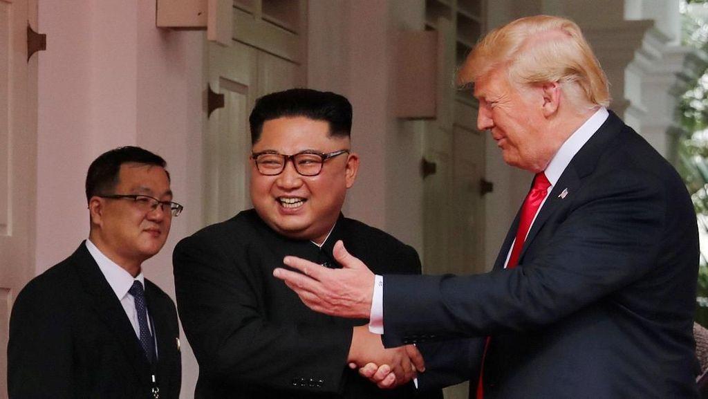 Ini Beda Gaya Kim Jong Un dan Donald Trump, dari Rambut Sampai Baju