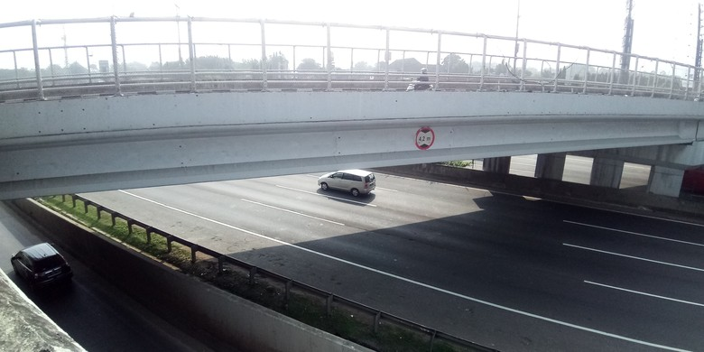 Jembatan lokasi pelemparan batu ke mobil. Foto: Matius Alfonso