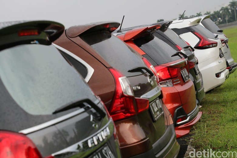detikoto melakukan uji irit dari 6 mobil tipe MPV dari berbagai macam pabrikan di bridgestone sirkuit, Karawang. Ke enam mobil tersebut adalah Wuling Cortez, Suzuki Ertiga, Honda Mobilio, Daihatsu Xenia, Toyota Avanza dan Mitsubishi Xpander. Grandyos Zafna/detikcom