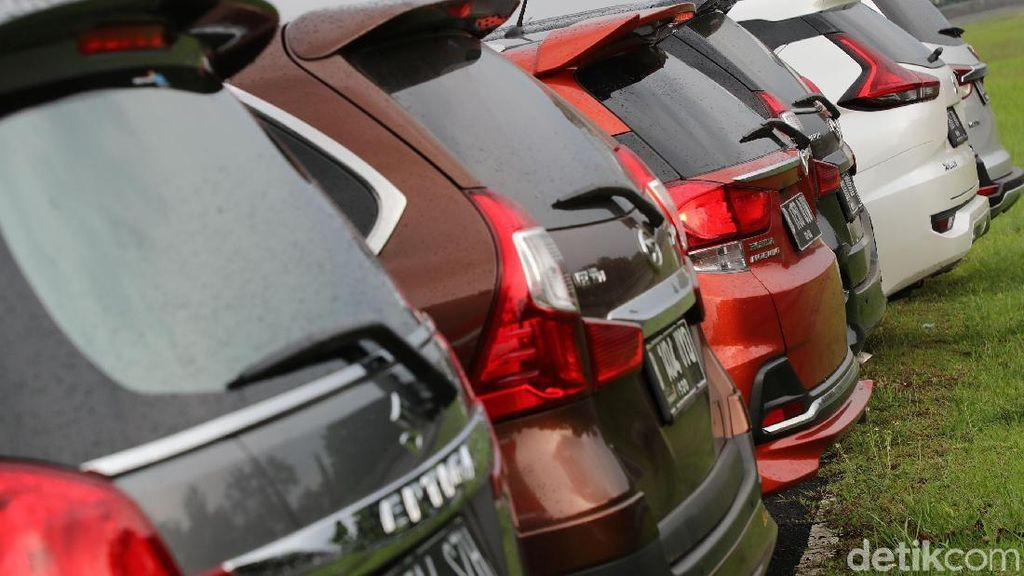 Memilih Mobil Keluarga yang Tepat ala Rifat Sungkar