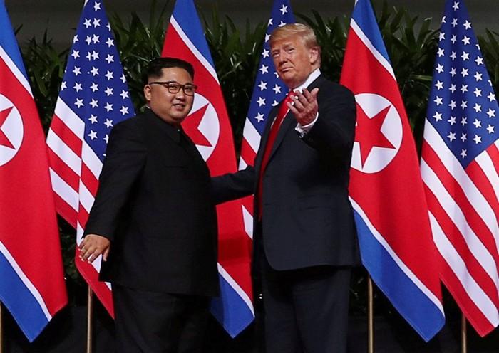 Pertemuan bersejarah Kim Jong Un dan Donald Trump. Foto: Reuters