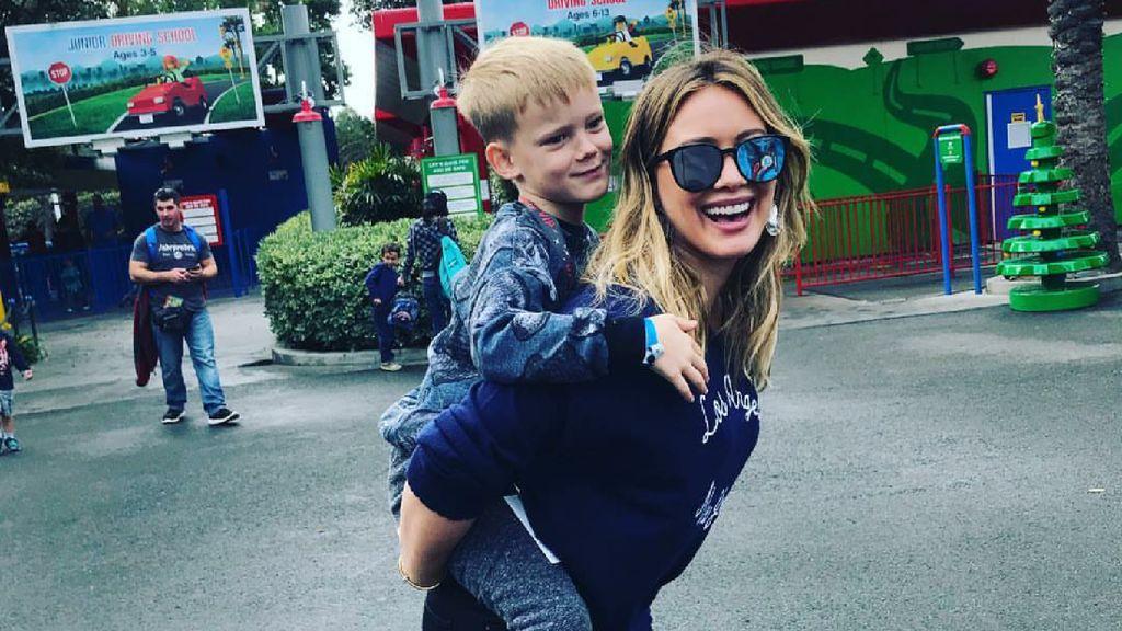 Kedekatan Hilary Duff dan Putranya yang Bikin Hati Adem