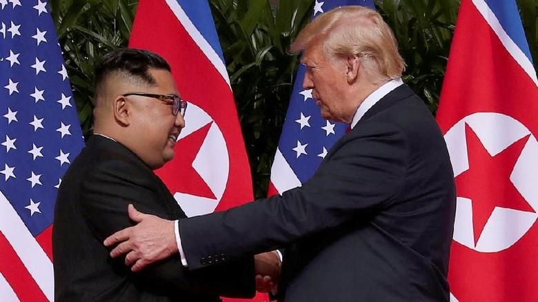 Saling Caci dan Nyinyir Trump-Jong Un Hingga Akhirnya Bertemu
