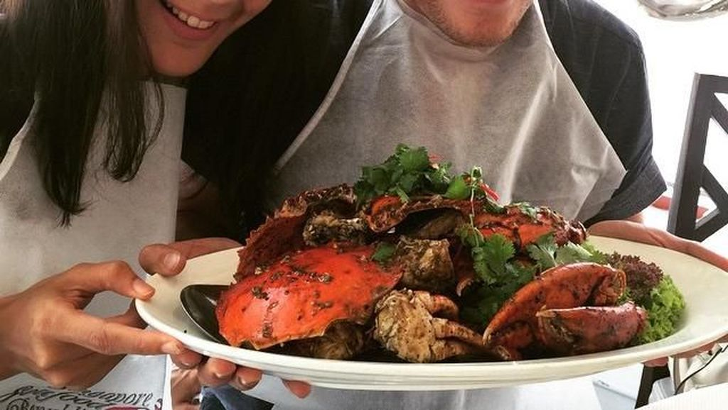 Anggunnya Pacar Baim Wong, Paula Verhoeven Saat Ngopi dan Makan Seafood