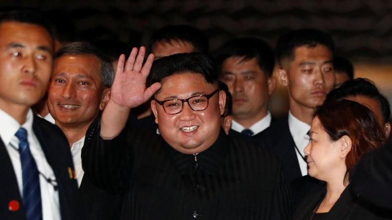 Pemimpin Korea Utara Kim Jong Un yang jalan-jalan malam di Singapura (Reuters)