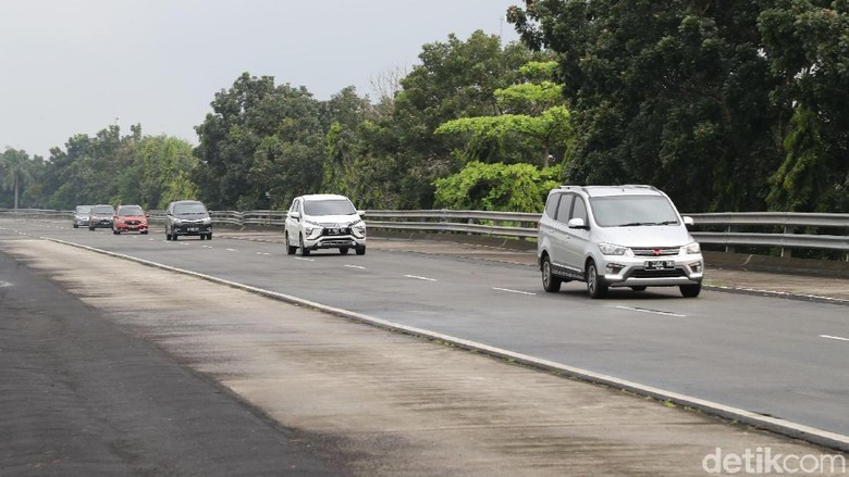 6 mobil berjalan beriringan dengan kecepatan maksimal 60/70 km per jam. Foto: Grandyos Zafna