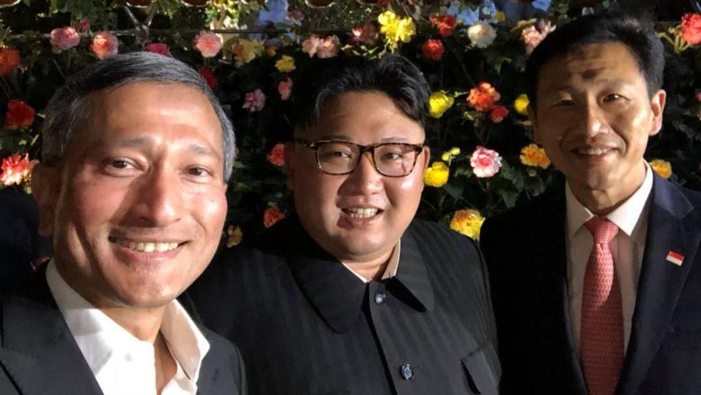 Foto: Senyum Semringah Kim Jong Un Saat Jalan-jalan di Singapura