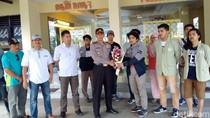 Rekannya Tewas, BEM UGM Aksi Solidaritas di Polda DIY