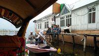 Melihat Kehidupan Muslim 'Manusia Perahu' di Srinagar