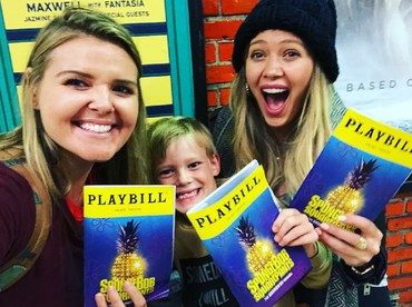 Penyanyi sekaligus aktris, Hilary Duff dengan anaknya seperti teman ya, Bun. (Foto: Instagram/hilaryduff)
