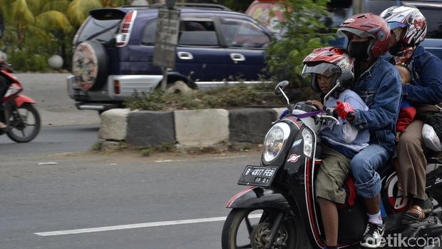 Kondisi arus lalu lintas di Pantura Pekalongan.